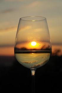 Weinglas vor Sonnenuntergang von stephiii