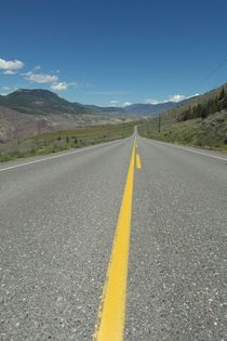 a lonely empty road in Canada von stephiii