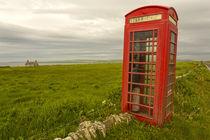 Die rote Telefonzelle auf Orkney von Andrea Potratz