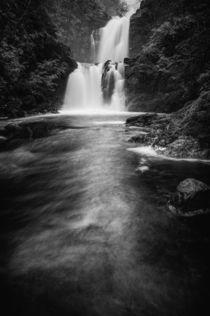 Waterfall at Rha on the Isle of Skye von Karl Thompson