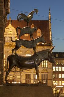 Die Bremer Stadtmusikanten bei Abenddämmerung von Torsten Krüger