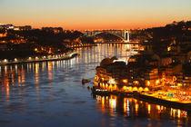 Ponte da Arrabida und Altstadtviertel Ribeira bei Abenddämmerung, Porto von Torsten Krüger