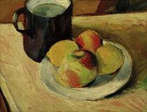A.Macke, Milchkrug und Äpfel auf Teller von AKG  Images