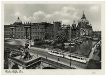 Berlin, Stadtschloss mit Kurfürstenbrücke und Dom / Fotopostkarte um 1937/38 von AKG  Images