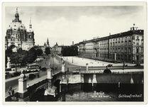 Berlin, Stadtschloß von Nordwesten und Dom / Fotopostkarte von AKG  Images