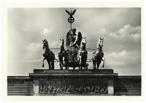 Berlin, Brandenburger Tor, Quadriga / Fotopostkarte by AKG  Images