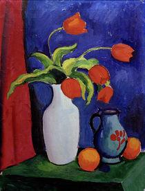 August Macke, Rote Tulpen in weißer Vase von AKG  Images