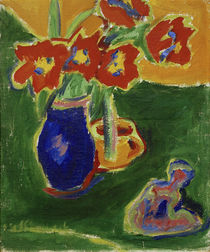 Ernst Ludwig Kirchner, Red tulips in a blue vase with sculpture by AKG  Images