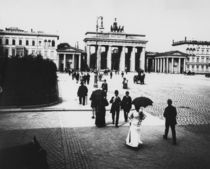 Brandenburger Tor, vom Pariser Pl. / Levy von AKG  Images