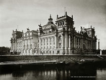 Berlin, Reichstag, Süd–, Ostaseite / Foto by AKG  Images