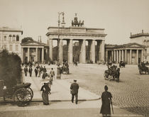 Berlin, Brandenburg Gate / Photo c.1900 by AKG  Images