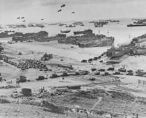Bird's-eye view of landing craft von American Photographer