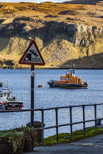 Portree lifeboat, RNLB Stanley Watson Barker, anchored in Portree Harbour, Isle of Scotland von Bruce Parker
