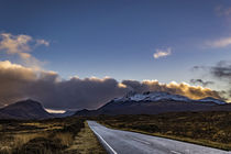 Snowcapped Cuillin Hills from road to Sligachan, shrouded in clouds von Bruce Parker