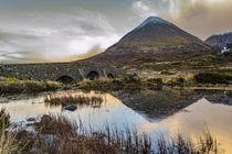 Glamaig reflected in water by the Old Bridge Sligachan, Isle of Skye Scotland von Bruce Parker