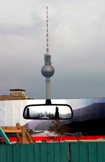 berliner fernsehturm im spiegel der zeit von frakn