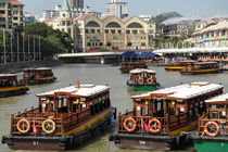 passenger boats on the Singapore river von stephiii