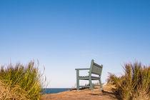 Eine Sitzbank an der Küste der Ostsee von Rico Ködder