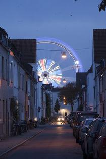 Riesenrad, Häuser in Findorff bei Abenddämmerung, Bremen by Torsten Krüger
