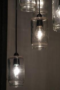 'Lampen in einer Bar' von stephiii