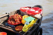 Blick auf ein Boot des Schwimmende Markts Vietnam by ann-foto