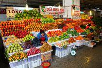 Herrlich bunter Obststand Markt Dalat by ann-foto