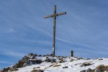 Benediktenwand Gipfelkreuz Südseite by Rolf Meier
