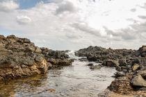 eine kleine Rückzugsfläche für das Wasser am Strand von Fuerteventura by Susi Stark