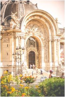 Musuemseingang in Paris by Susi Stark