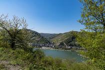 Der Blick über den Rhein nach Bacharach by Ronald Nickel