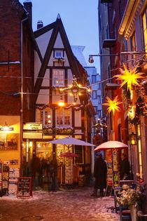 Bremer Schnoorviertel im Winter bei Abenddämmerung von Torsten Krüger