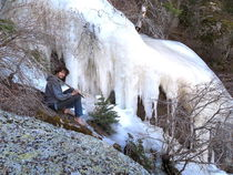 RHANE AT FROZEN FALLS von Ron Moses