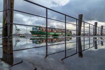 Hafen-Spiegelung CSCL VENUS von photobiahamburg