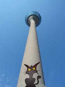 Düsseldorfer Rheinturm Tag Art Katze by Stefan Gilles