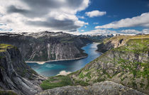 View on lake Ringedalsvatnet from Trolltunga by Bastian Linder