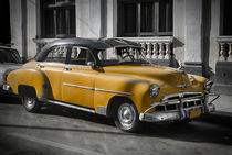 Old car in Cuba, Havanna, yellow colourized by Bastian Linder