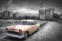 Old car in Cuba, Havanna, pink colourized von Bastian Linder