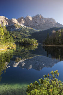 Lake Eibsee with Zugspitze in Bavaria von Bastian Linder