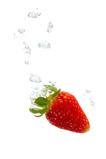 Strawberry in water with air bubbles by Bastian Linder