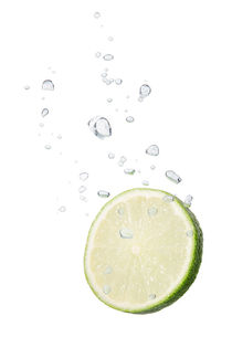 Lime in water with air bubbles von Bastian Linder