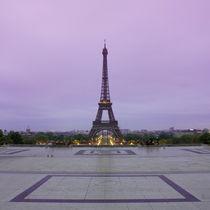 Eiffel Tower in sunrise at Trocadero, Paris von Bastian Linder