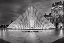 Pyramids at Louvre in black-white by Bastian Linder