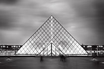 Louvre Symmetry by Bastian Linder