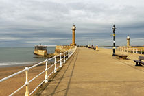 The West Pier and Breakwater, Whitby von Rod Johnson