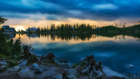 Mountain-lake-strbske-pleso-in-slovakia
