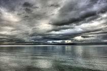 Regenwolken über dem Gardasee bei Bardolino, Venetien, Italien by Klaus Rünagel