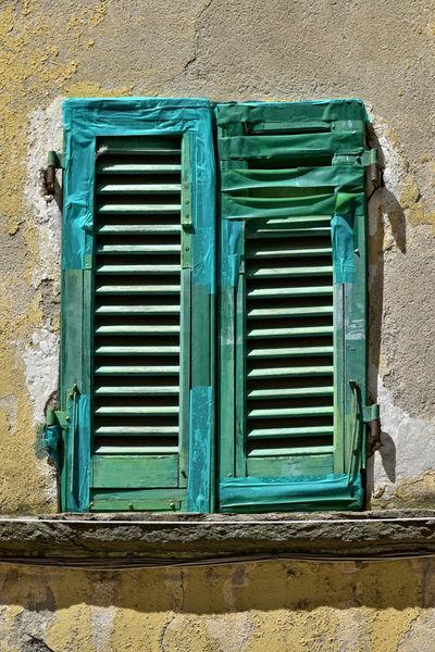 Fensterladen-repariert