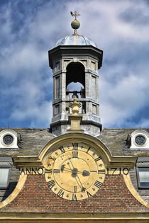 Glockenturm mit Uhr by Bernhard Kaiser