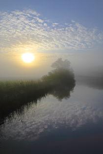 'Sonnenaufgang über der Flusslandschaft ' von Bernhard Kaiser