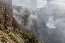 Nebel in den Dolomiten von Florian Westermann